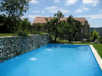 Rural Houses To Rent With Pool Near Beach